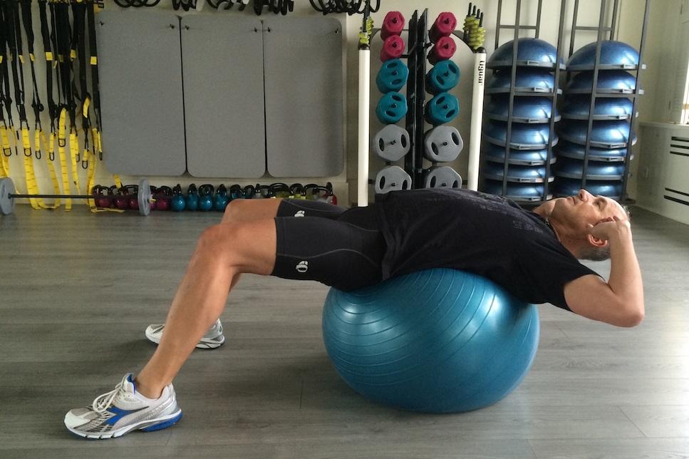 Crunch am Gymnastikball 1