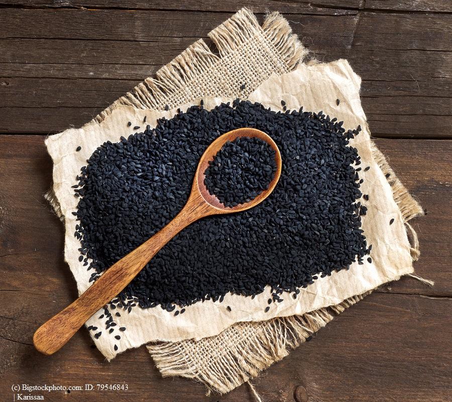 Schwarzkümmelöl – Infos, Wirkung und Anwendung zum Naturheilmittel