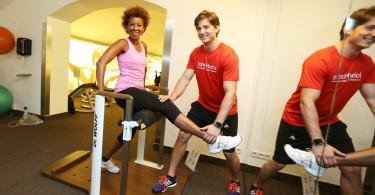 seitliche bauchmuskeln trainieren 4 effektive bungen. Black Bedroom Furniture Sets. Home Design Ideas