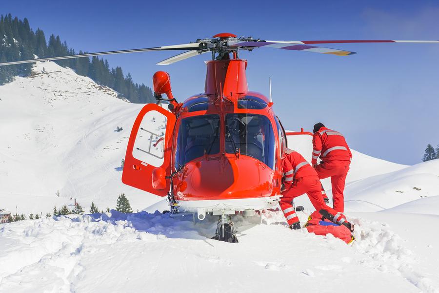 Hubschraubertransport nach einem Skiunfall ist teuer I ©Bigstockphoto.com: ID: 150529010/ mezzotint