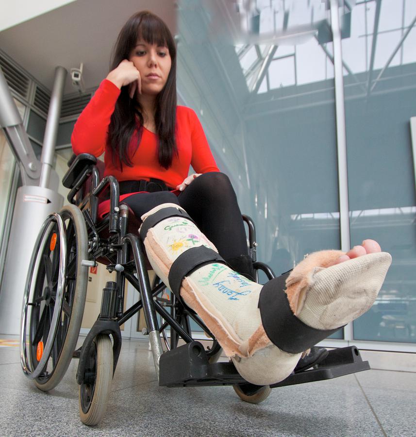 Sportunfälle können kostspielig sein  I ©Bigstockphoto.com: ID: 9715562/ ginasanders
