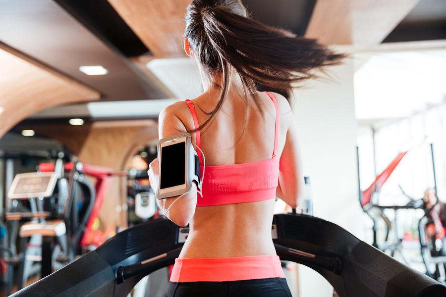Laufbandtraining im Fitnessstudio – 7 wichtige Tipps + Trainingsplan