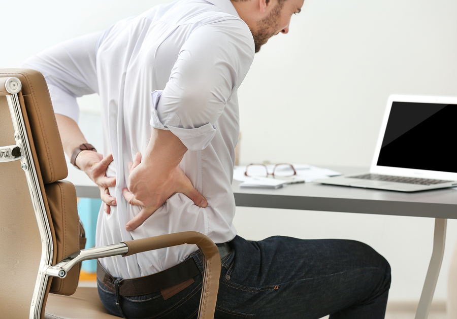 Ergonomisch sitzen mit richtigen Bürostühlen – so beugst du Rückenschmerzen vor